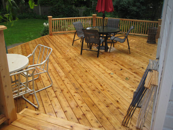 Cedar deck rebuild ottawa for Cedar decks pros and cons